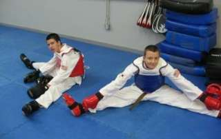 teen-taekwondo-stretching