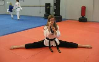 teens-girl-split-taekwondo