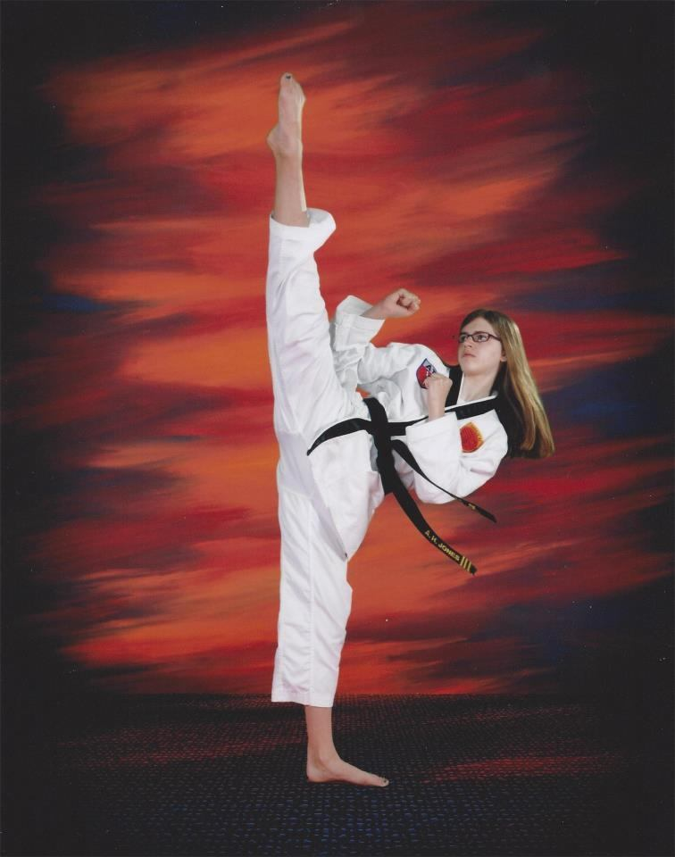 teens-girl-taekwondo-program